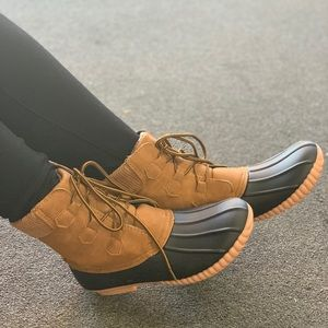 NEW**LADIES LACE UP CLASSIC DUCK BOOTS